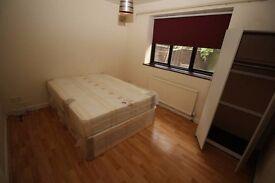 Large double Room in Tooting Broadway INC BILLS
