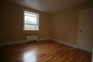 Old South Charm 1 Bed w/Hardwood Floors & Controlled Entry London Ontario image 4