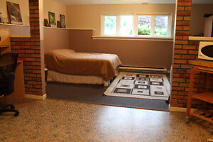 ROOM FOR RENT - PRIVATE LIVING ROOM & PRIVATE ENTRANCE - dieppe