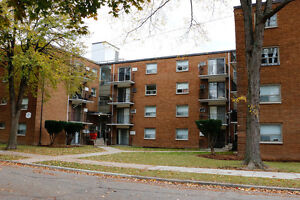 1 bedroom apartment $775, starting May, 5 min walk to U of Win