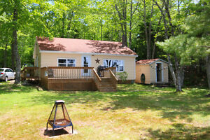 Great Lakefront Cottage within 35 Minutes of Wolfville