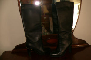 Le chateau sz 8 high heeled winter boots almost new used 2 times