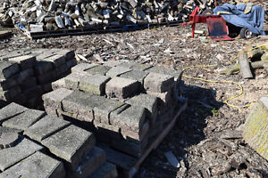 Used retaining wall Stones