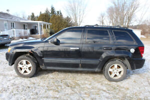 2005 Jeep Grand Cherokee (AS IS - includes winter tires)