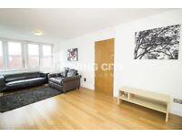 2 bedroom flat in Skyline Plaza Building, Aldgate, E1
