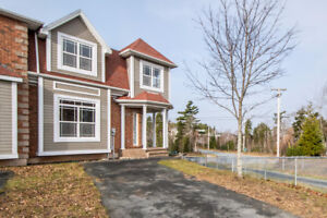 Gorgeous 3 BED Townhouse in the Ravines!