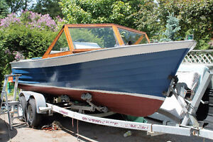 Vintage 19 foot 170 horse Wooden boat by Walker Boat Works Perth