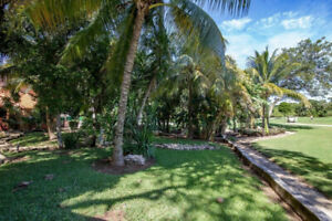 Lovely house with tropical yard in Playacar
