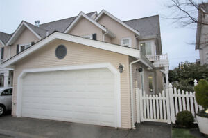 Townhouse for Sale in Surrey 3 bed/ 3bath