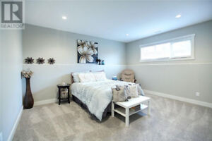 New High End Main Floor 2bdrm with Utilities, A/C & Wifi