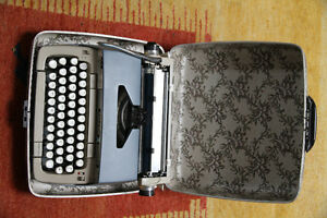 Vintage Portable Galaxy Deluxe Typewriter