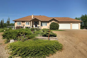 STUNNING BUNGALOW ON 3.34 ACRES OF PRIVATE LAND CLOSE TO CITY!