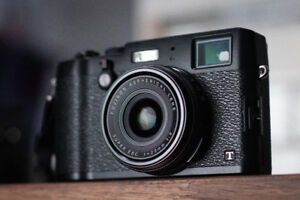 LIKE NEW Fuji x100T - Low shutter count + many extras!