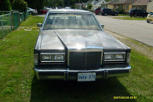 1986 Lincoln towncar.   MINT