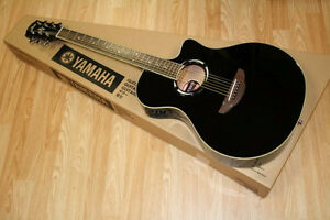 Mint - 2 months old -YAMAHA APX500 acoustic/electric