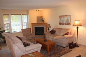 Snow Birds Winter Retreat! 3 Bdrm Ground Floor Condo