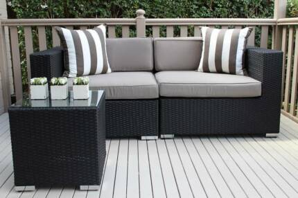 WICKER OUTDOOR LOUNGE SETTING, 2 SEATER, EUROPEAN STYLED Part 80
