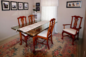 Elegant Dinning Table And Chairs