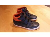Boy's Mini-Boden High top shoes size 4