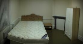 Central Bridgwater - large Room to let. Single occupant, working person only