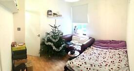 Cool double bedroom use single in Angel available now!