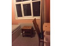 Big Double room in Brixton, fully furnished--- All BILLS INCLUDED.i talian houseshare