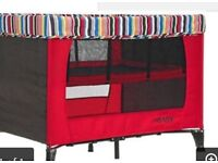 Travel cot with bassinete