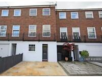 5 bedroom house in Chepstow Close, London, SW15 (5 bed)