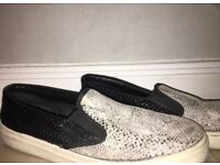 Fashionable snakeskin shoes