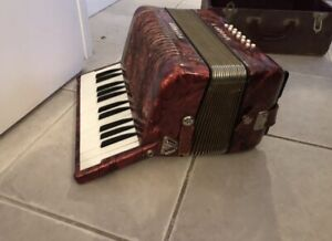 Vintage Hohner student ii accordion