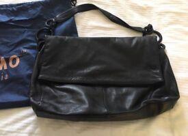 Auchamo bag with protective dust bag