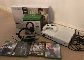 Xbox one S 500gb, 5 games, turtle beach headset and controller