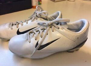 Nike Soccer Shoes Youth 2.5