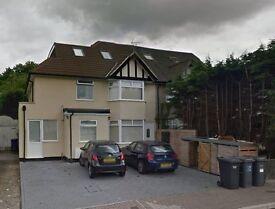 2 bedroom flat in Hocroft Walk, Cricklewood