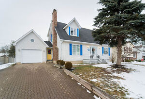 EXTENSIVELY RENOVATED CAPE-COD IN THE HEART OF DIEPPE!!