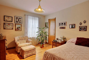 Large Furnished rooms Metro st Michel available now