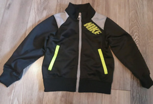 NIKE. Size 3T. Excellent condition!