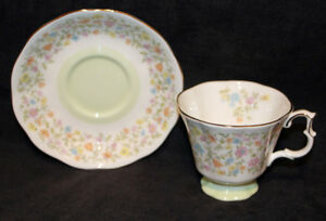 ROYAL ALBERT TEA CUPS & SAUCERS