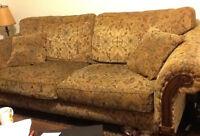 Ensemble de sofas (sofa plus causeuse) avec tapis en prime