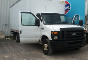 Camion Cube Ford E-350 2008 Essieux double 146000 KM
