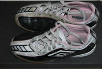 UMBRO SOCCER SHOES SIZE 3 YOUTH
