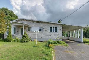 Maison à vendre près du Centre d'achat Les Rivières
