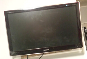 """27"""" Samsung LED HDTV with Wall mount  $80"""