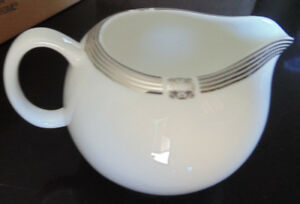 Maxwell &Williams cashmere bone China Regal Platinum creamer