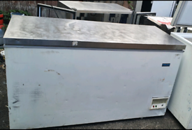 Polar commercial chest freezer with steel lid fully working