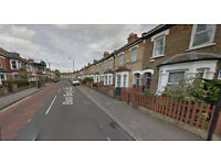 Lovely Studio flat on the first floor available in South Tottenham HB and DSS accepted.
