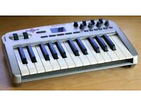 M-AUDIO OXYGEN 8 V2 USB/MIDI Keyboard