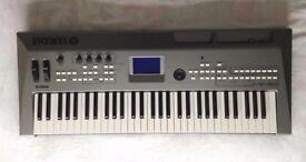 Yamaha MM6 synthesizer (+ case)