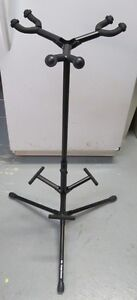 TRIPLE GUITAR STAND
