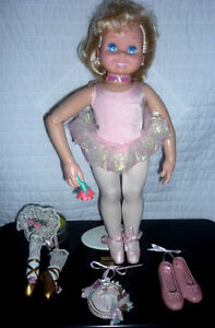 Ballet Figurines .. Antiques pieces...Excellent Condition Cambridge Kitchener Area image 6